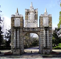 Portal de San Nicolas Parque de la Taconera Pamplona (Rafael Gomez - http://micamara.es) Tags: parque de la taconera portal san nicolas navarra pamplona nicolás