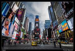 Times Square (Montse Estaca) Tags: eeuu usa unitedstates estadosunidos nuevayork newyork timessquare color urbanlandscape urbanphotography paisajeurbano fotografíaurbana edificios buildings skyscraper grattacielo rascacielos luces lights policia police policeman cielo sky azul azzurro blue gente people coches cars macchine taxi shops tiendas ciudad city citta manhattan