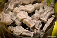 "Manneken Pis ""Little man Pee"" in tasty chocolate souvenirs - Brussels/BE (About Pixels) Tags: 1026 2014 aboutpixels autumnseason be belgian belgie belgium belgië bruxelles bruxellescapitale brüssel herfstseizoen mnd10 nikond90 nikon activiteit activity agenda bakery bakkerij banketbakkerij bekendpersoon belgisch bonbon boulangerie candy chocolade collecties confectionery culinair delicatesse eten famousperson food horeca october oktober people pralines shopping snoep souvenir sweets toerisme tourism zoetigheid delicacy"