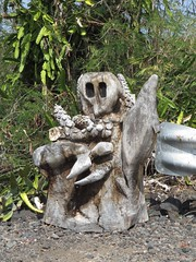 roadside art? (BarryFackler) Tags: wood carving stump images carved seacreatures treestump art turtle whale octopus sealife guardrail roadside outdoor honaunau westhawaii hawaii hawaiiisland hawaiicounty 2017 polynesia bigisland southkona sandwichislands hawaiianislands island kona tropical creativity tentacles suckers cactus foliage plants barryfackler barronfackler