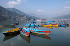 _C242662 (ernsttromp) Tags: nepal pokhara lakeside lake olympus omd em10 mzuiko 918mmf456 mirrorless microfourthirds mft m43 water reflection 3x2 2017 boat hill neutraldensityfilter nd64 longexposure motion phewa mountain explore colour