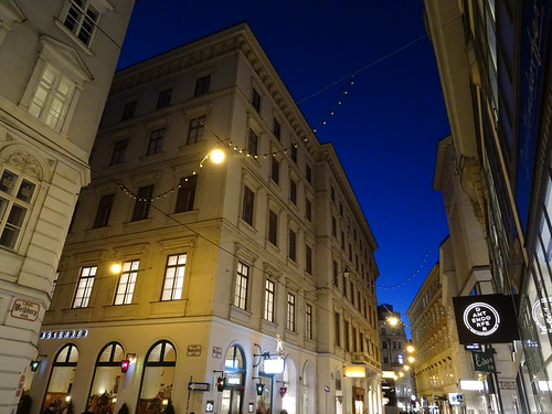 Wien, 1. Bezirk (the art of very renowned nighttime streets in the historic core of downtown Vienna), Weihburggasse/Rauhensteingasse