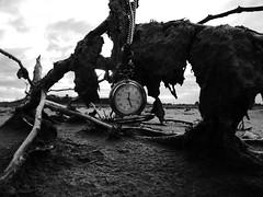 TIME (kchocachorro) Tags: time photographer creativepic clock bnw blackandwithe monocromo blancoynegro dark