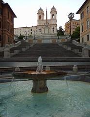 La Barcaccia e Trinità dei Monti (giorgiorodano46) Tags: giugno2011 june 2011 roma italy giorgiorodano alba dusk piazza piazzadispagna fontana labarcaccia barcaccia scalinata trinitàdeimonti