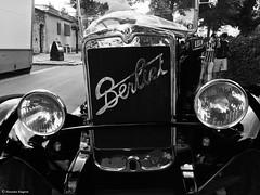oeil voiture n&b© (alexandrarougeron) Tags: photo nb paris photographie style alexandra rougerion ambiance environnement urbain ville