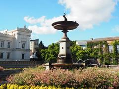Font - Plaça de la Universitat de Lund (tgrauros) Tags: konungariketsverige lund suècia sverige sweden lunduniversity lundsuniversitet fountain font fuentes