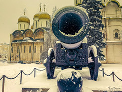 Tsar Cannon (Tony_Brasier) Tags: cold moskva moscow russia ru icecold snowing gun church people photos peacefull lovely location samsung s7