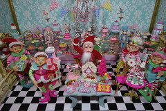 Gingerbread House Demo at La Petite Patisserie! (Primrose Princess) Tags: lapetitepatisserie laduree paris france macaron pastry santa christmas blythe doll kenner barbie diorama gingerbreadhouse nutcracker dollydreamland