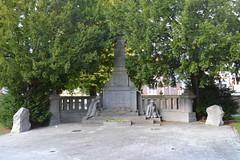 Oorlogsgedenkteken, Meerbeke (Erf-goed.be) Tags: oorlogsgedenkteken gedenkteken oorlogsmonument meerbeke ninove archeonet geotagged geo:lon=40399 geo:lat=508249 oostvlaanderen