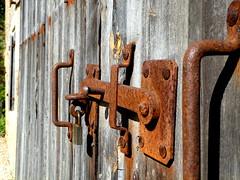 Barn door lock, Perigord Farmhouse (Diepflingerbahn) Tags: dordogne france barn door lock departementdeladordogne