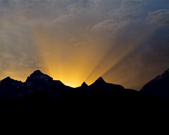 To a Good New Year! (Patty Bauchman) Tags: sunset tetons gtnp sunrays newyear wyoming mountains nature landscape