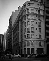Centro, Rio de Janeiro, 2018 / Downtown. Rio de Janeiro, 2018 (Pablo_Grilo) Tags: monochrome monocromatico blackandwhitepic blackandwhitephotography blackandwhitephoto blackandwhite bw pb noir fotografiapb fotografiaempb fotografiapretoebranco fotografiaempretoebranco fotopretoebranco fotoempretoebranco pretoebranco street streetpic streetphoto streetphotography streetphotographers fotografiaderua fotografosderua fotoderua rua ruas riodejaneiro rio 021 brasil brazil iphone6