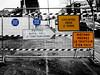 Le principe de précaution (Jean-Luc Léopoldi) Tags: chantier cutout panneau barrière trottoir surinformation redondance