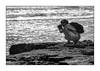 pas toute seule ! (Hélène Baudart) Tags: photographe nb mer plage contrejour