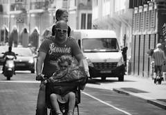 Put Your Hands On My Shoulder (Photographer : Hans Stellingwerf) Tags: amsterdam straatfotografie streetphotography nederland netherlands holland mensen people straatmoment hansstellingwerf bike fiets