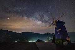 清境農場~風車銀河~ Windmill milkyway (Shang-fu Dai) Tags: sa galaxy 銀河 星空 milkyway 清境農場 夜景