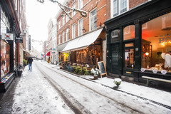 Winterse buien ? (zilverbat.) Tags: denhaag molenstraat street winterwonderland wintertime winterweer zilverbat urban urbanlife thehague lahaye thenetherlands town timelife citytrip city travel tripadvisor tourism tourist tour map oudebinnenstad centrum centre scenery wallpaper winter hofkwartier winkels winkelpui gevelrij sneeuw snowfall snow cozy binnenstad historic old area ngc peopleinthecity