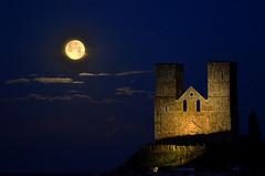 Reculver Super Blue Moon Exp. (nedjetwave) Tags: lunar moon bluemoon supermoon reculver reculvertowers kent kentcoastline nightphotography night nikon d7000