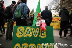 Demonstration: Von Kreuzberg nach Afrin - Tod dem Faschismus! Solidarität mit Rojava! – Berlin - 04.02.2018 – IMG_9072 (PM Cheung) Tags: toddemfaschismusdefendafrinlangleberojava berlin 04022018 rojava ypg ypj volksverteidigungseinheiten frauenverteidigungseinheiten repression sohr afrin efrîn türkei militäroffensivetürkei operationolivenzweig yekîneyênparastinajin manbidsch alqaida yekîneyênparastinagel operasyonunzeytindalı fsa demonstration kurdistan hermannplatz antifa 2018 pomengcheung polizei türkischenationalisten pmcheung interventionistischelinke oranienplatz ypgstattspd mengcheungpo facebookcompmcheungphotography vonkreuzbergnachafrintoddemfaschismussolidaritätmitrojava kurden pkk demo protest kundgebung präsidentreceptayyiperdoğan kriegspolitik rûbar solidaritätsdemonstration berlinkreuzberg neukölln russland usa syrien westkurdistan nordkurdistan bürgerkrieg anadolu autonomieregion syrischendemokratischenkräftesdf islamischerstaatis daesh stopptergogan topberlin afrinnotalone b0402 internationalistischedemonstration afrinoperation afrinunderattack defendafrin