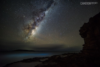 Bioluminescent waters (Noctiluca scintillans) and the Milky Way