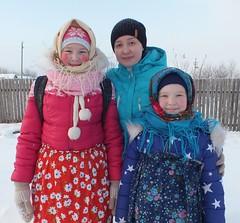 16. Девочки с Лизой (в центре)