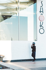 Barcelona / Spain 2017 (monoauge) Tags: 2017 23mm 23mmf2 barcelona fuji fujixt2 fujifilm fujifilmxt2 spain espana spanien cataluna katalonien shoko poblenou beach people street unposed canpubphoto streetshot streetphoto streetphotography urban light reflections helmet weird architecture