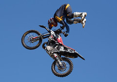 Objects in motion III (Fehlfokus) Tags: australiaday2018 perth motocross