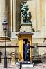 El soldat, Plutó i Proserpina. (.carleS) Tags: plutó proserpina palau reial estocolm caeduiker canon eos 60d soldat garita