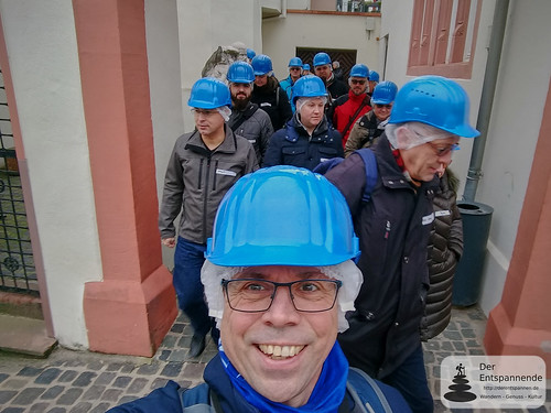 Mit Helm ins Kellerlabyrinth - muss sein
