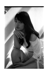 2018-02-11-0009 (apisit_sorin) Tags: ilford pan 400 canon eos 30 film negative black white portrait asian thailand sakon nakhon old woman man cat lifestyle fd 50mm f14 scan