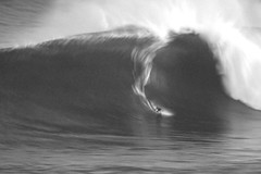 IMG_0013 copybw (Aaron Lynton) Tags: jaws peahi surf xxl surfing wsl canin canon 7d maui hawaii bigwave big wave bigwavesurfing