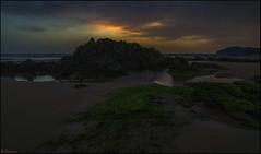 Amanecer frío y oscuro. (antoniocamero21) Tags: amanecer playa rocas color foto sony marina agua reflejos trengandín noja cantabria
