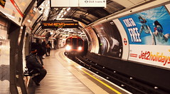 Stand Back (dhcomet) Tags: london cityoflondon ec bank underground tube train platform arrive arrival standback approach approaching