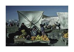 Market on the road. ( To Tiahuanaco. ) 1991 (José Luis Cosme Giral) Tags: marketontheroad travel cordillerarealviews people women street nikon fe kodachrome64 scanned totiahuanaco bolivia 1991
