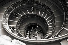 Spirale (Atreides59) Tags: rome roma italie italia people spirale escalier escaliers stair stairs stairway black white bw blackandwhite noir blanc nb noiretblanc pentax k30 k 30 pentaxart atreides atreides59 cedriclafrance