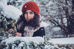 Simin Portrait Winter 5 (AH-Phototiv) Tags: winter snow schnee flake snowflakes landschaft persisch persia persian braun brunette mütze red portrait people personen leute photo foto photography fotografie botanischer garten botanic garden ulm germany