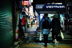 2023/1732 (june1777) Tags: snap street seoul namdaemun market night light bokeh sony a7ii kyocera contax carl zeiss g planar gplanar 45mm f2 2000 clear