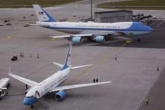 USAF VC-25 & C-40 at Zurich. 26/01/18. (Cameron Gaines) Tags: af1 air force one vc25 c40 clipper 737 747200 747 boeing zurich world economic forum president trump donald remote stand usa united states 737700bbj the us delegation departing after visiting davos for 260118 aircraft airliner washington andrews switzerland flughafen