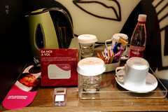 Kettle and bottled water (A. Wee) Tags: milano lombardia italy it milan 米兰 意大利 crowneplaza hotel 酒店 皇冠假日