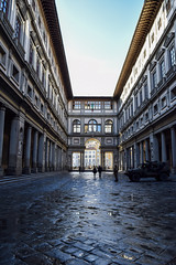 Early Morning in Piazzale degli Uffizi (laurenspies) Tags: florence firenze tuscany toscana italy italia europe it architecture uffizi