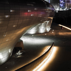 AFTER CLOSING (Dace Saeades) Tags: ddp dongdaemun seoul korea night architecture glossy zahahadid structure design street