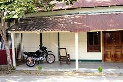 Rocker & Motorcycle (Waywuwei) Tags: nicaragua sanjuandelsur lensxf23mmf14r 201801januarycostaricacruise camerafujifilmxpro2 filmsimulationvelviavivid