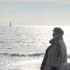 Le passé (RarOiseau) Tags: carro plage mer bateau couchant bleu blanc paca bouchesdurhône martigues