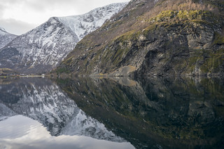 Norway:Norway in a Nutshell:Naeroyfjord, a branch of the Sognefjord 松恩峽灣