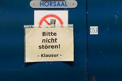 Bitte nicht stören! (Werner Schnell Images (2.stream)) Tags: ws blauer hörsaal blau blue uni universität siegen