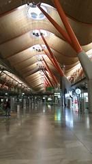 (sftrajan) Tags: terminal4 barajasairport madrid spain aeropuerto arquitectura architecture airport 2017 arquitetura architektur architettura архитектура аэропорт ceiling aeroporto flughafen