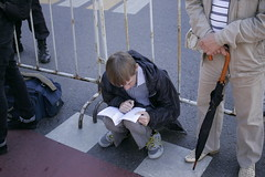 (AlexanderJurMironow) Tags: canon eos 1d boy reading street colour