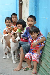 children with their dog (the foreign photographer - ฝรั่งถ่) Tags: five children brothers sister dog khlong thanon portraits bangkhen bangkok thailand nikon d3200 passion
