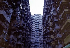(Stefano☆Majno) Tags: montane mansion public housing house quarry bay asia hk 60s hongkong hong kong exterior disorder ultra packed crowded stefano majno lomography film 400 architecture archilovers aia china chinese residential plulic 28mm contaxg1 contax g1 lens analog analogue analogica filmisnotdead photography outfocused focus lomo lomofilm shootingfilm sadness view perspective vintage camera baviera travelling traveler edificio finestra architettura wandering