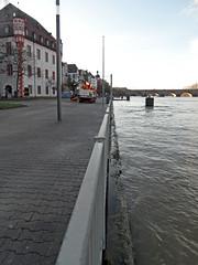 Nach dem Hochwasser in Koblenz - Januar 2018 (onnola) Tags: koblenz rheinlandpfalz deutschland rhinelandpalatinate germany fluss river mosel moselle uferweg ufer bank hochwasser flood überschwemmung wasser water geländer railing weg